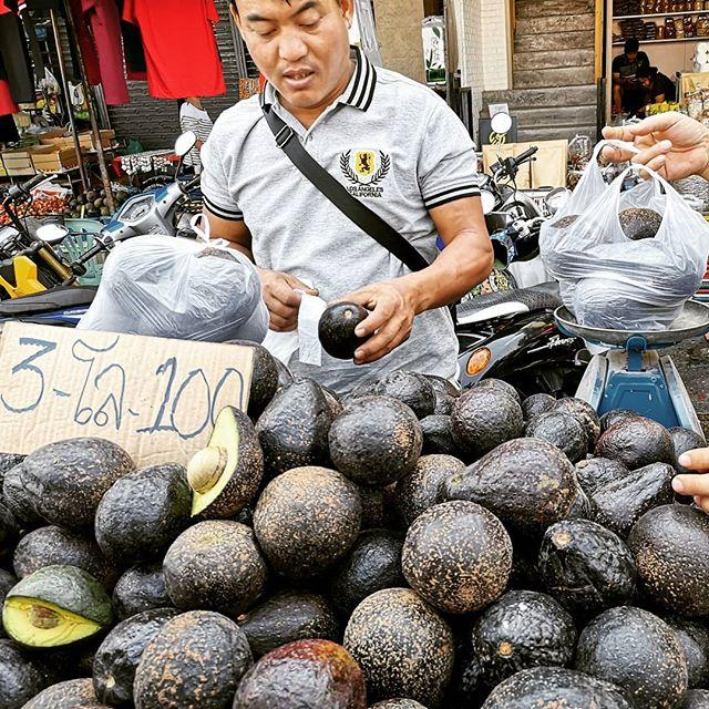 Avocados on the Mae Sai market: 3 kg for 100 THB. (That's about one USD per kilogram.)