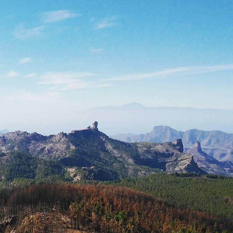 One part of the Pico de las Nieves panoramic view: Roque Nublo in the middle, and Teide (yes, the volcano on Tenerife) right next to it in the background.