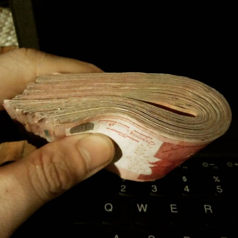 This is what 7.5 million IDR in 100K notes look like.